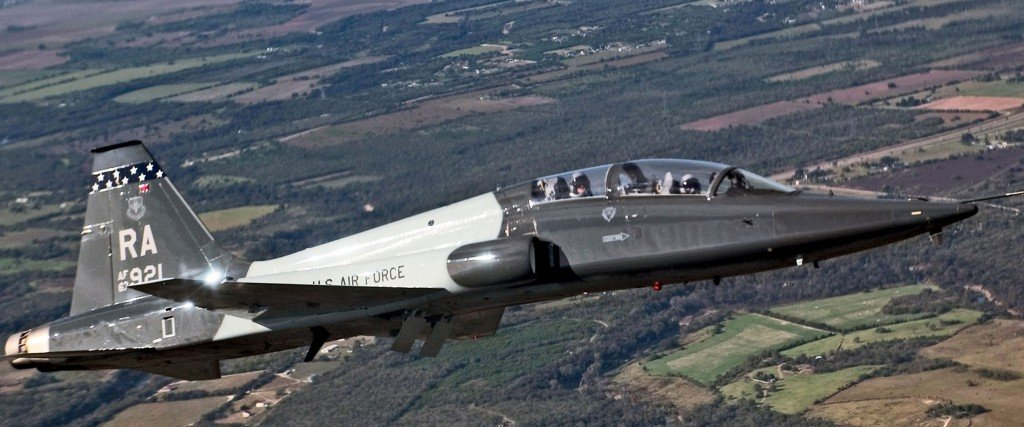 Air Force awards $9B contract to Boeing for new training jets
