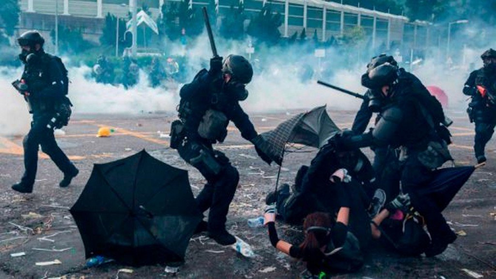 Hong Kong's police commissioner to retire amid political unrest