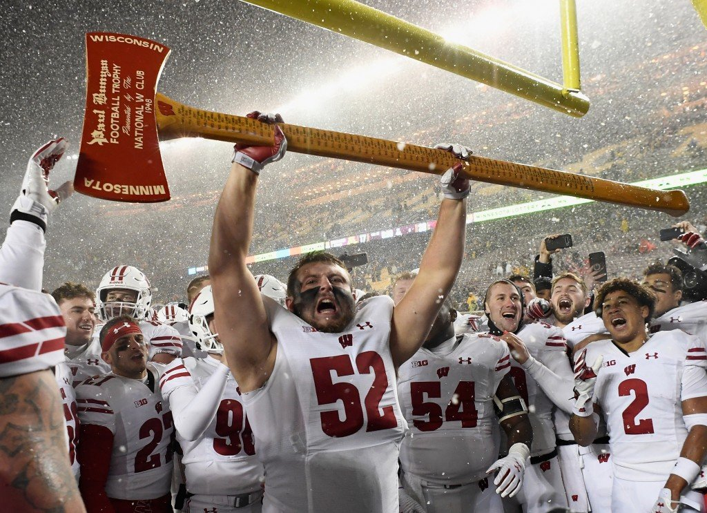Badgers take back Axe in snowy 38-17 win vs. Gophers