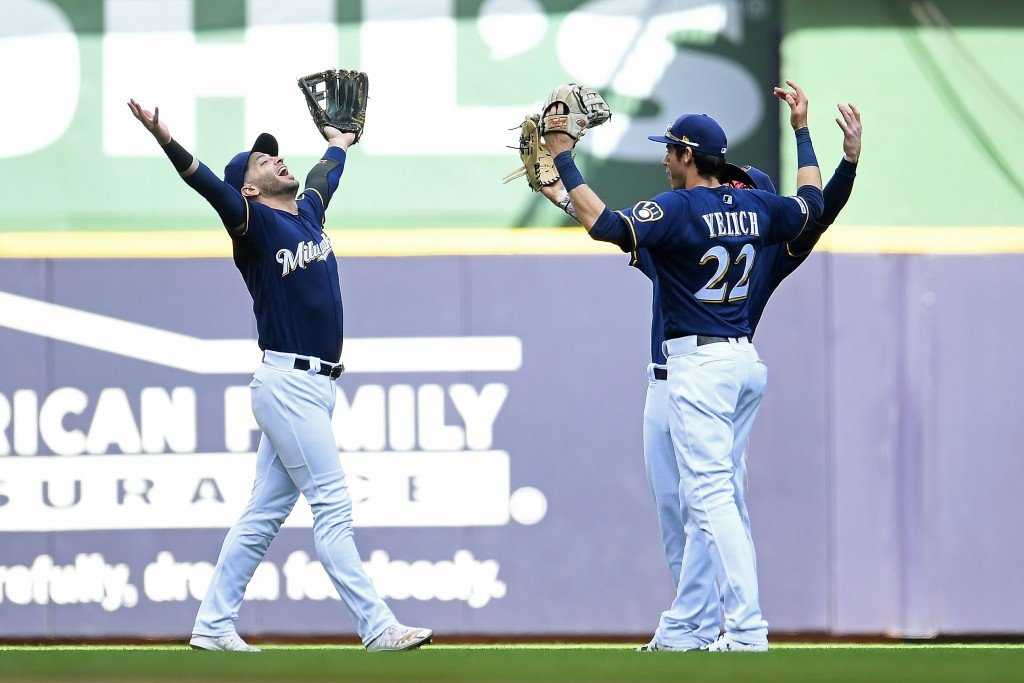 Yelich homers in return as Brewers win to sweep Mets