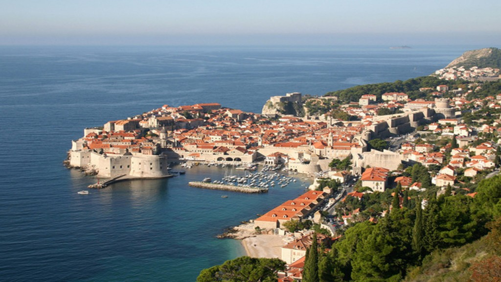 Croatian port of Dubrovnik may ban new restaurants