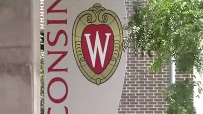 'Modern Family' co-creator picked for Wisconsin commencement