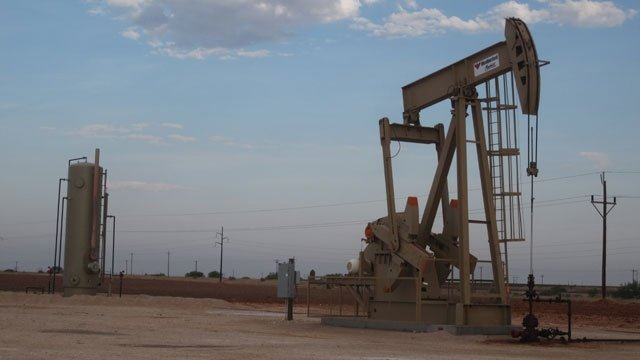 Oil prices pull back, investors remain wary