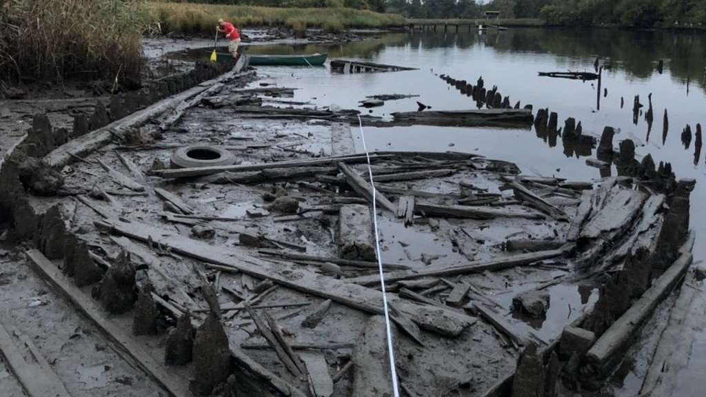 Archaeologists excavate, research 'ghost fleet'