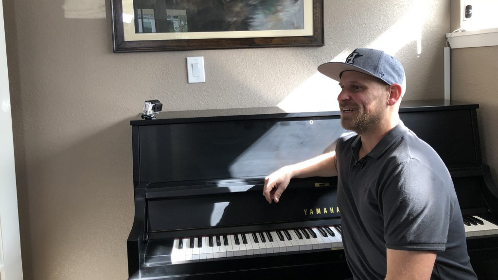 'A good, fresh start:' Texas dad gets new piano after Hurricane Harvey