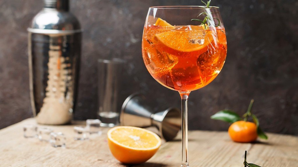 Internet battle rages over Aperol Spritz