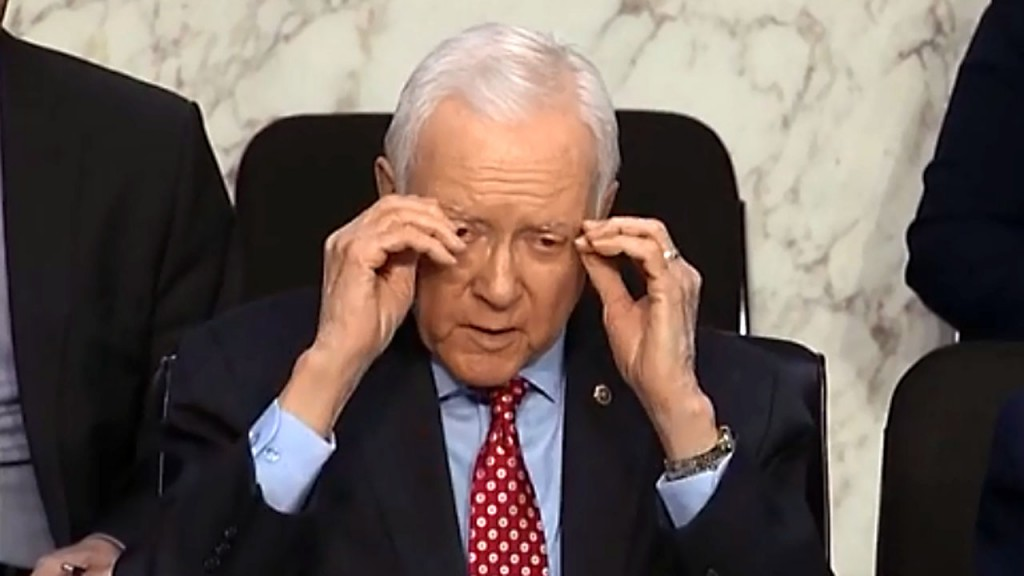 Hatch's invisible glasses light up Twitter