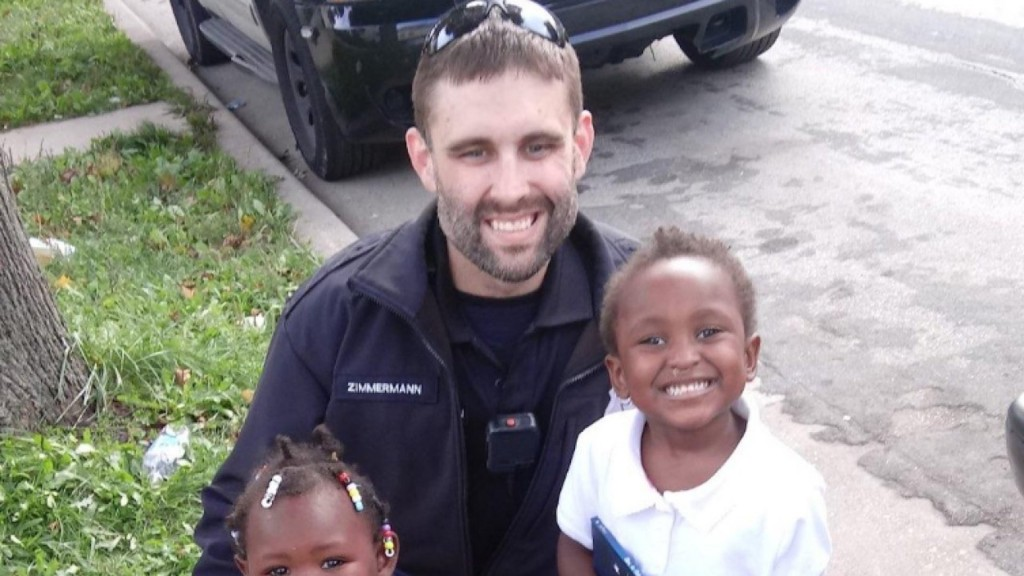 Milwaukee police officer buys car seats instead of ticketing mom