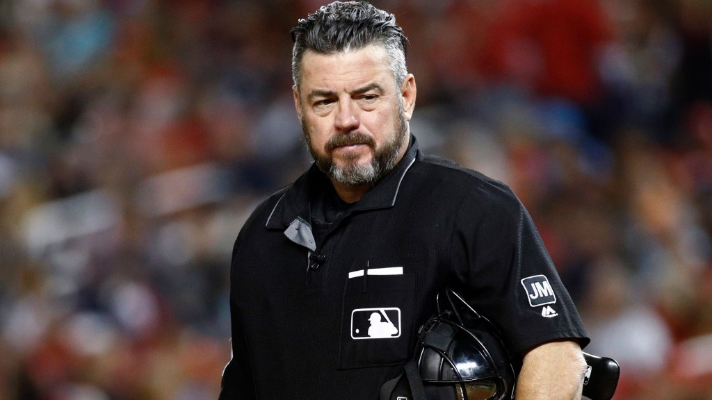 MLB umpire apologizes for tweet about assault rifle