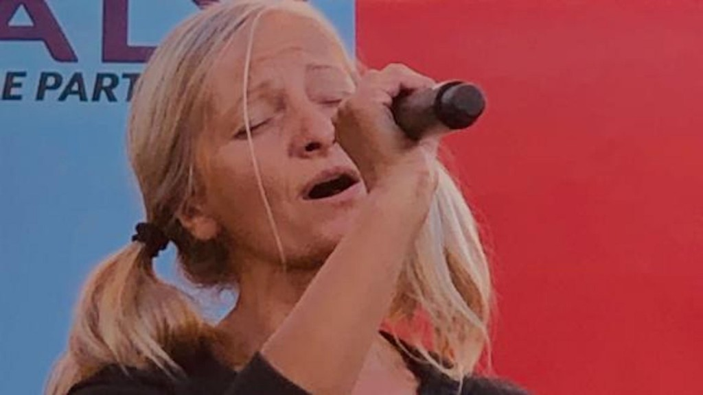 Homeless opera singer performs first concert after going viral