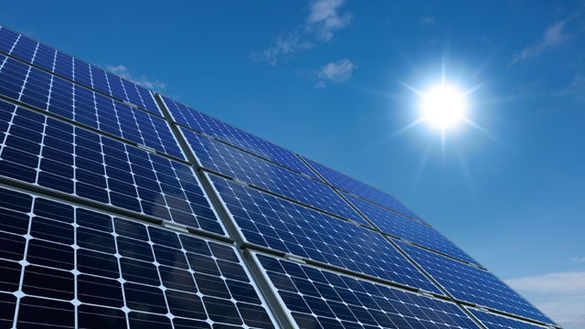 California commission approves plan requiring solar panels on new homes