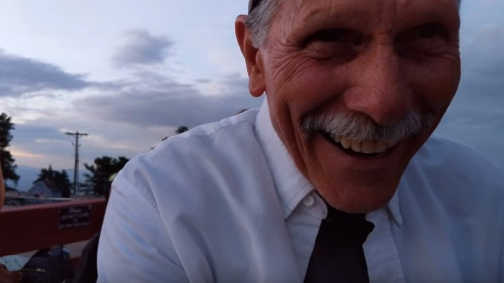 Adorable grandpa records himself instead of proposal