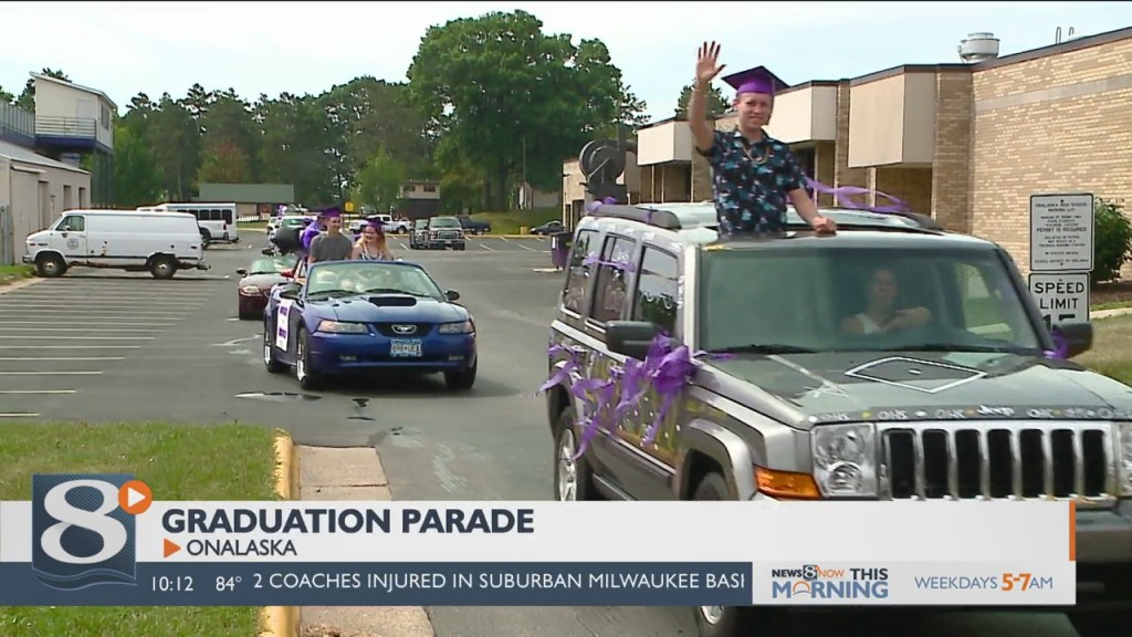 Onalaska Parents Host Parade To Celebrate 2020 Grads