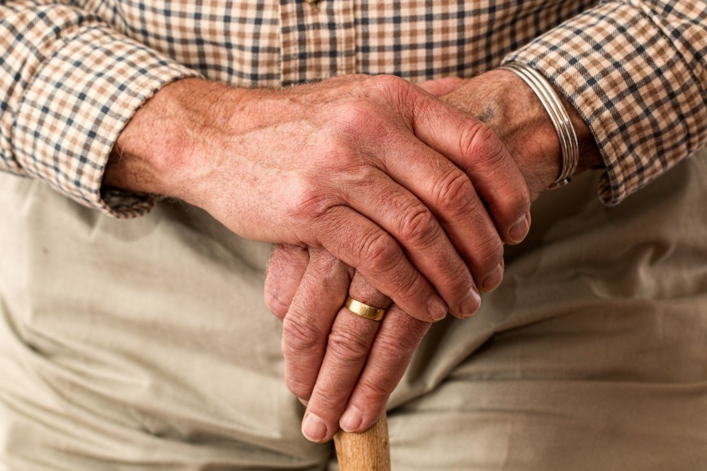 Man Hands Waiting Senior 33786