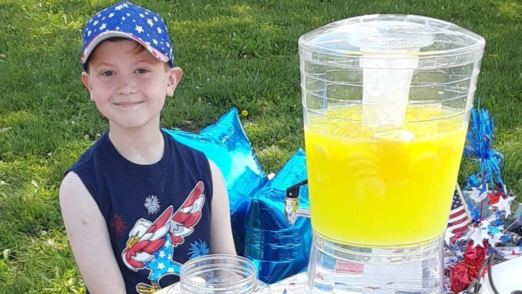 Cropped Lemonade Stand