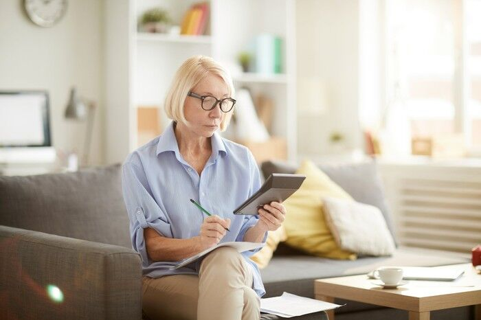 2 Reasons You Shouldn't Count On Social Security, And 1 You Should