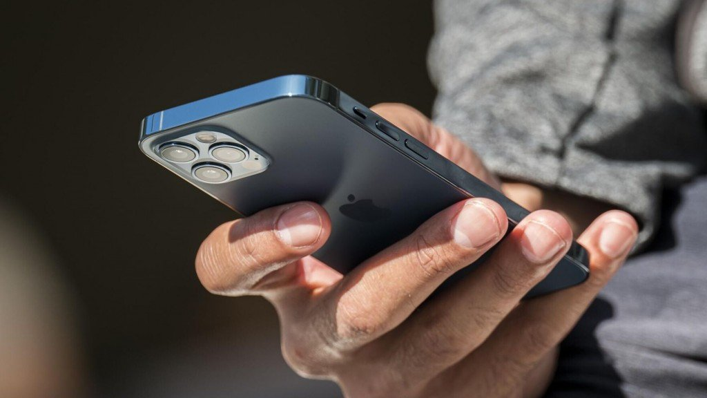 Wisconsin Contract Tracers Can Now Alert Close Contacts To Exposure Via Texts, Emails