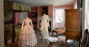 Twilight Tour: Fashion @ Strawbery Banke Museum |  |  |