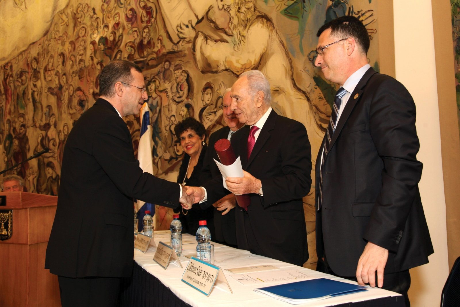 Lewin receives the Wolf Prize in agriculture from Israeli President Shimon Peres in 2011 in Jerusalem. (Photo courtesy of Harris Lewin)