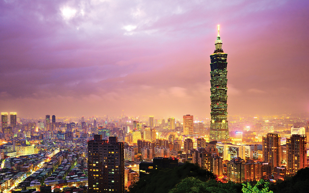 Honnold plans to free solo Taipei 101 (shown), which was, until 2010, the tallest building in the world.