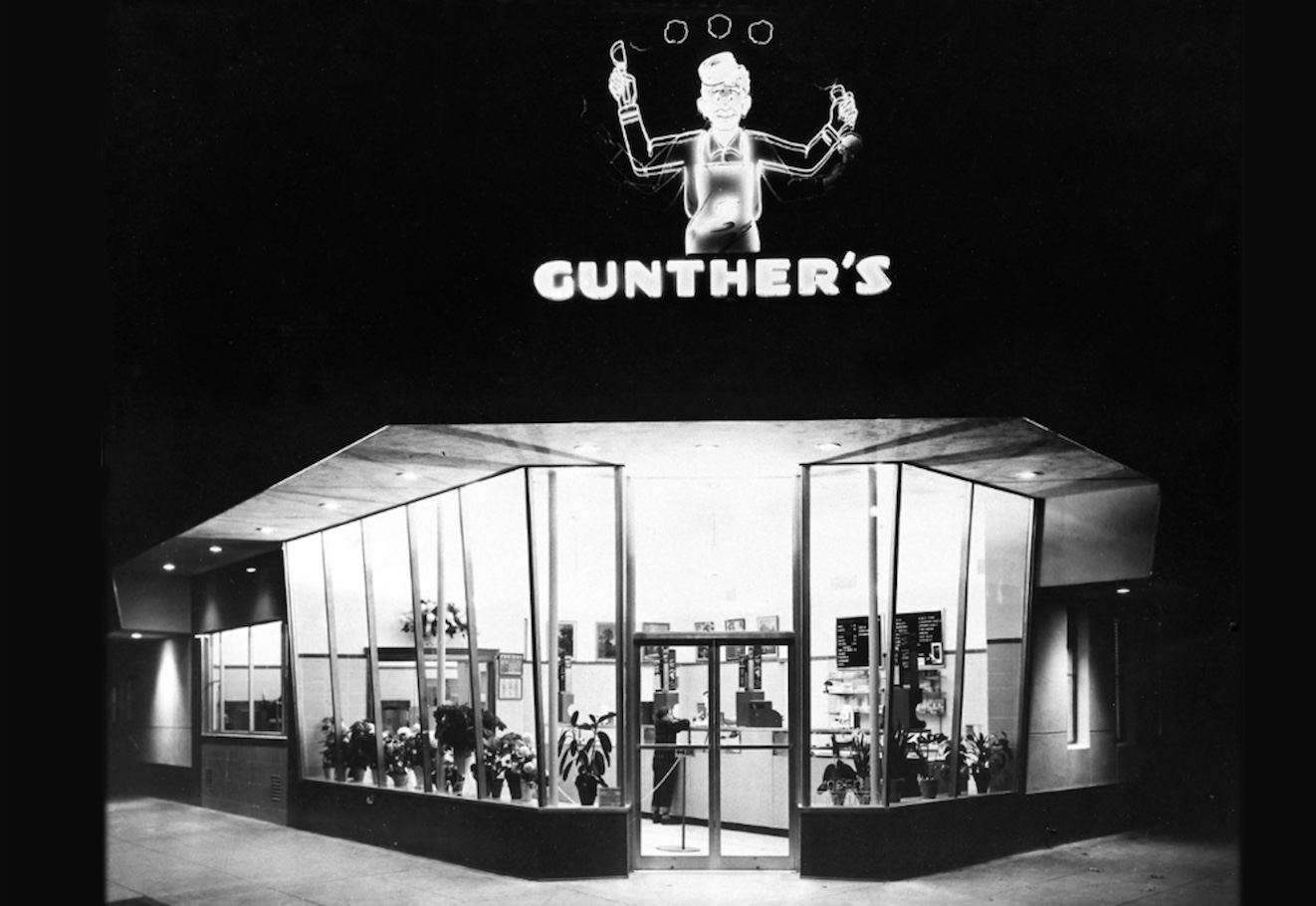 The beloved Gunther's ice cream parlor with its iconic Jugglin' Joe sign (Photo courtesy of Gunther's Ice Cream)