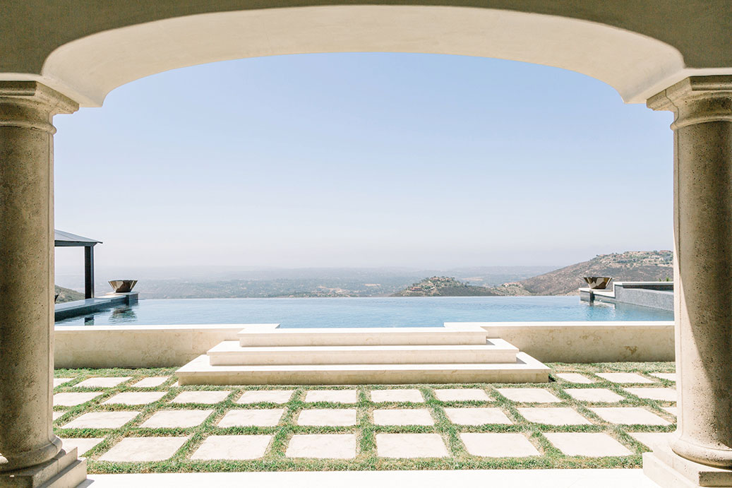 Italian home design San Diego Homes of the Year 2019 negative-edge pool infinity pool