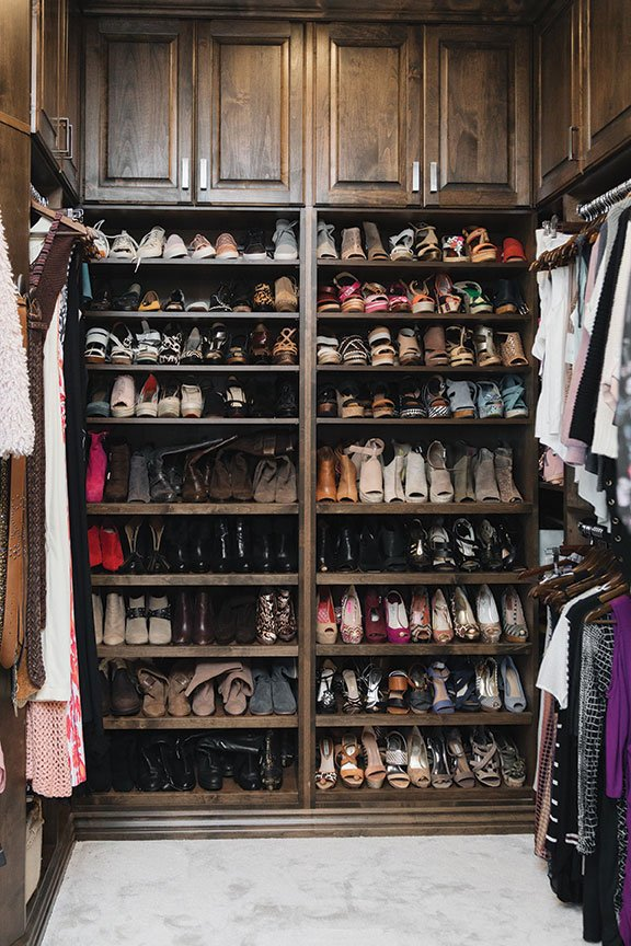 Italian home design walk in closet shoe storage