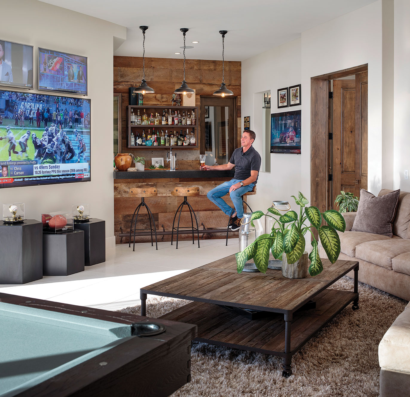 Italian home design San Diego TV room