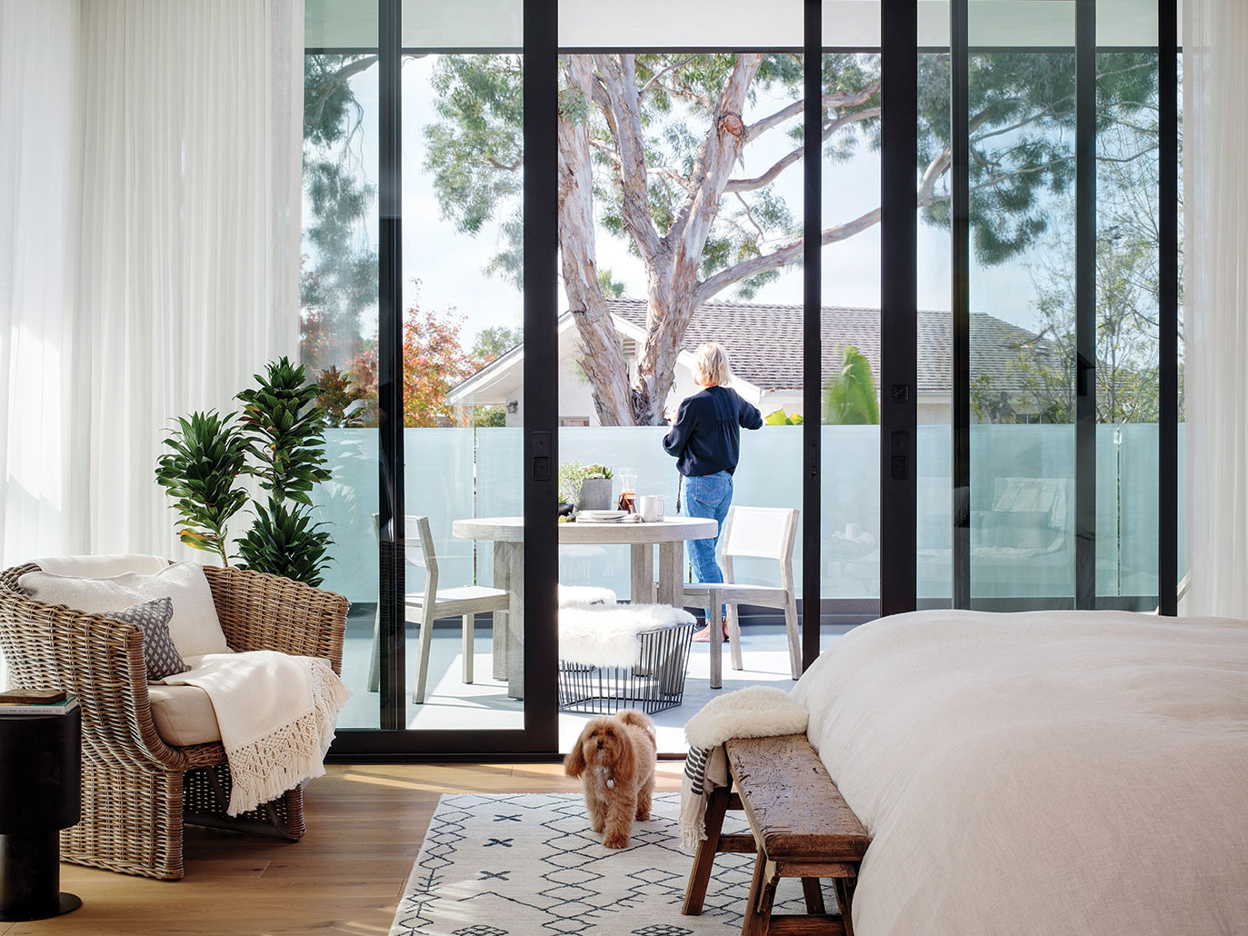 neutral color design san diego glass walls