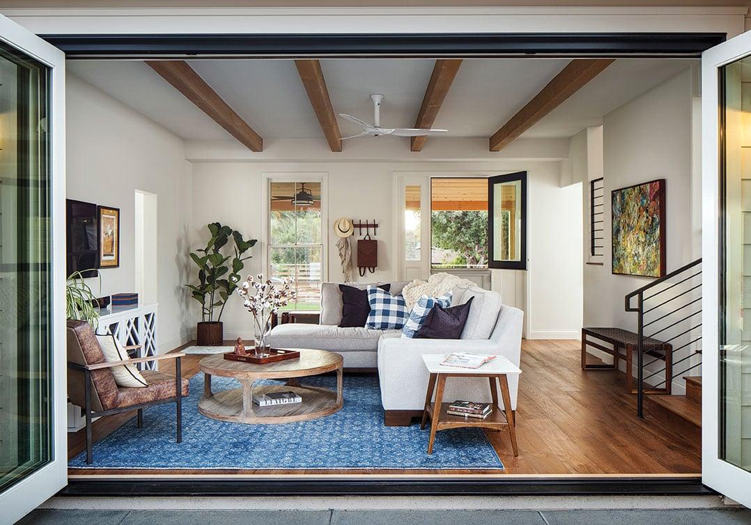 cantilevered doors indoor-outdoor living room family room