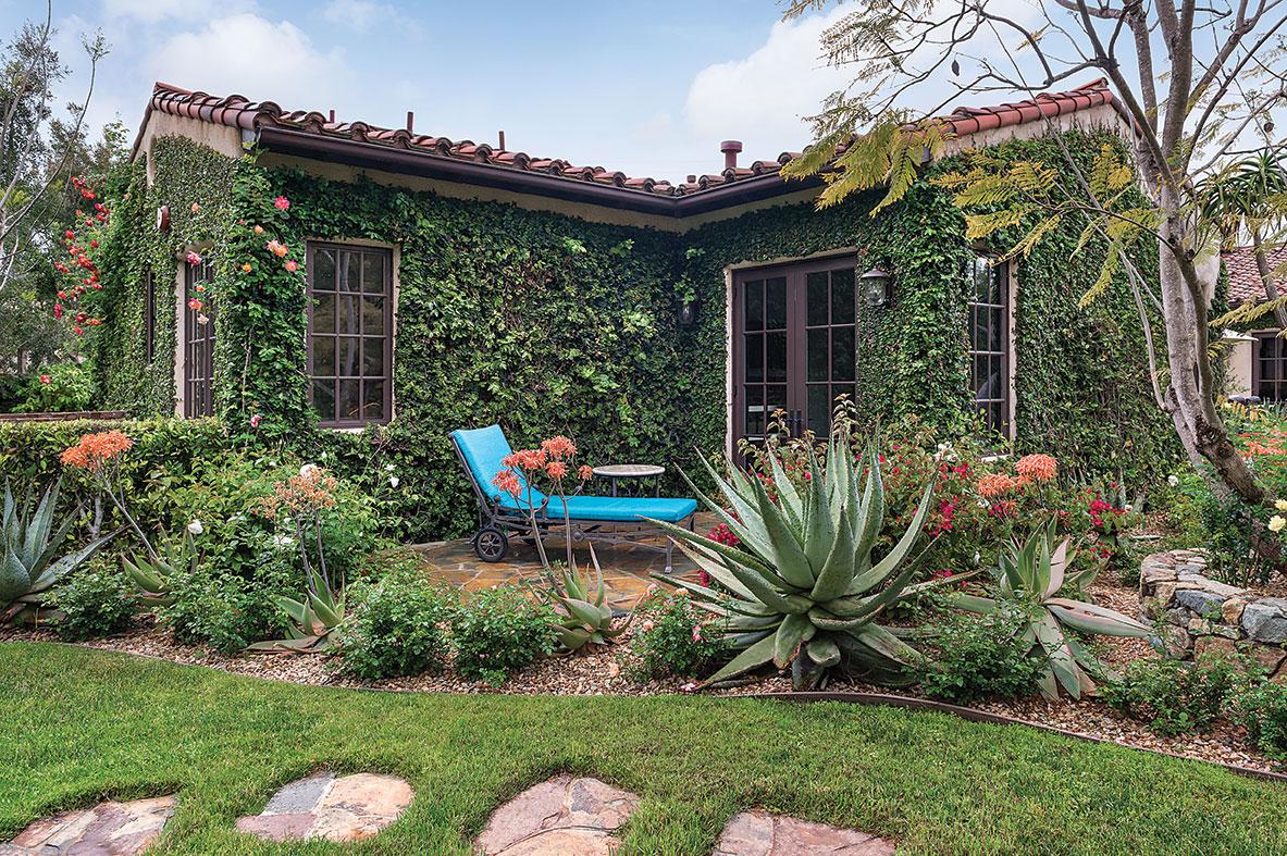 tuscan contemporary landscape backyard