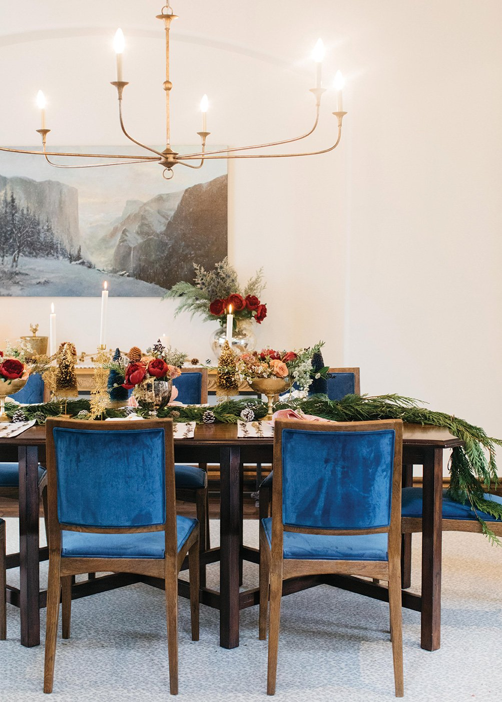 professional holiday decorating table centerpiece
