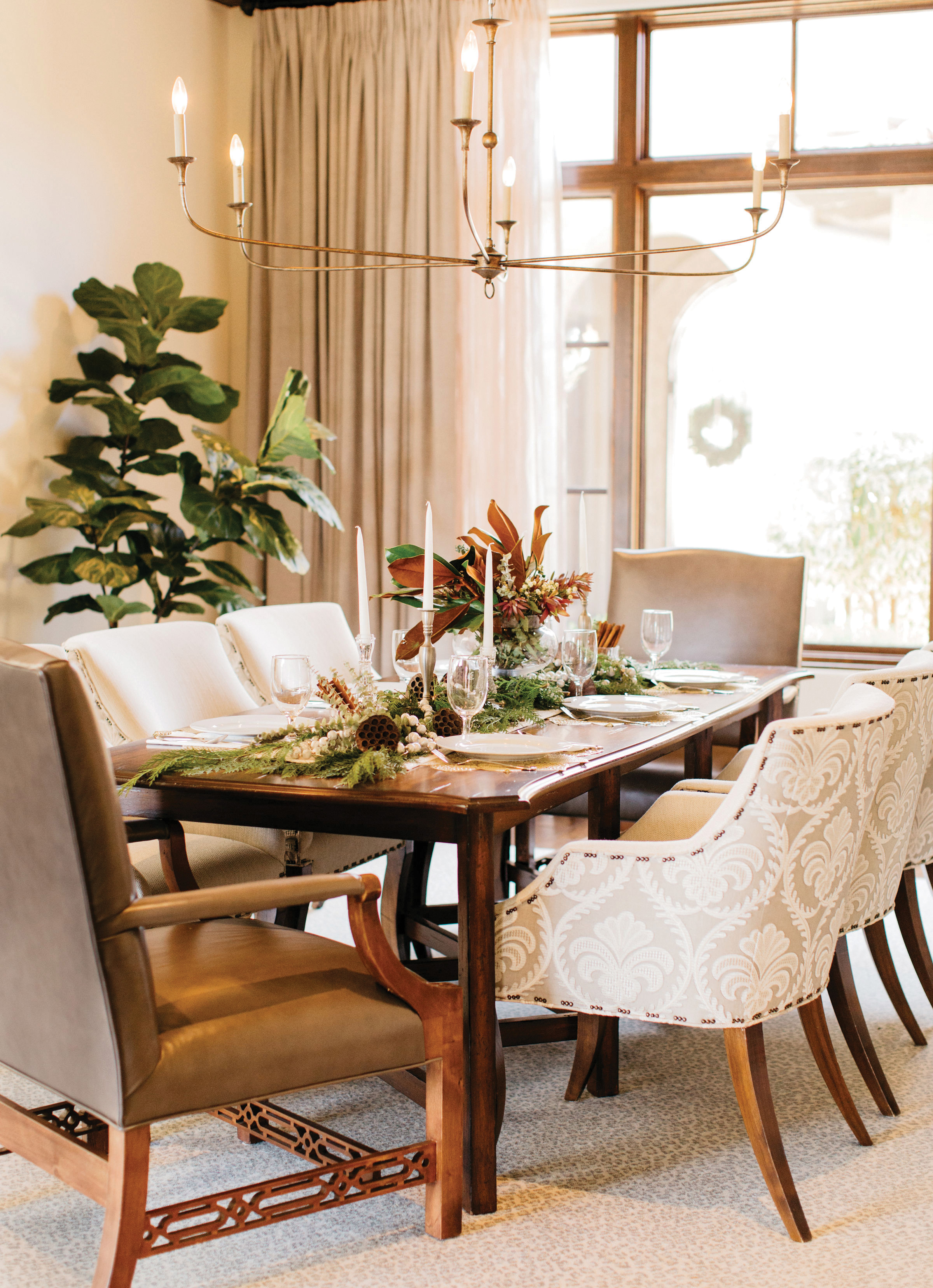 professional holiday decorating dining room holiday decor festive christmas tabletop centerpiece