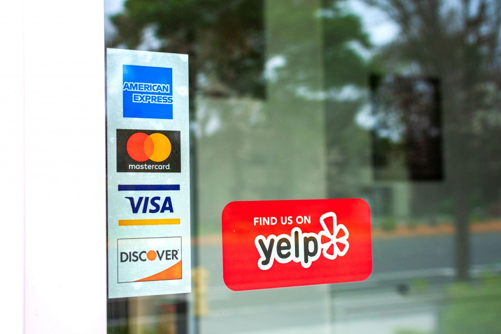 Mastercard,,visa,,american,express,,discover,payment,options,advertised,on,a