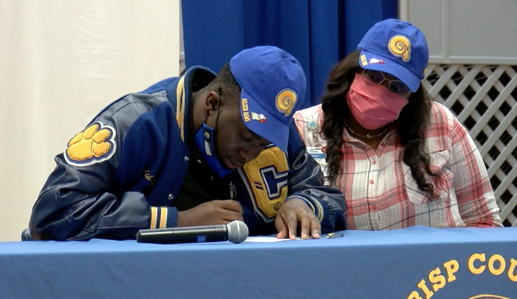 Crisp County Football Players Sign Nlis And Wilcox County Basketball Defeats Dooly County