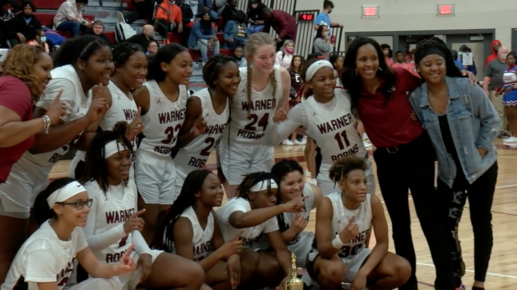 Region Recap: Warhawks Win Ot Thriller, Demonettes Defend Home Court