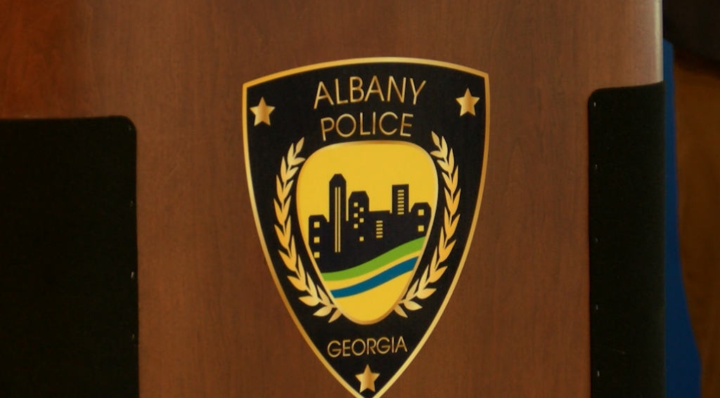 Apd Discuss Recent Spree Of Car Break Ins