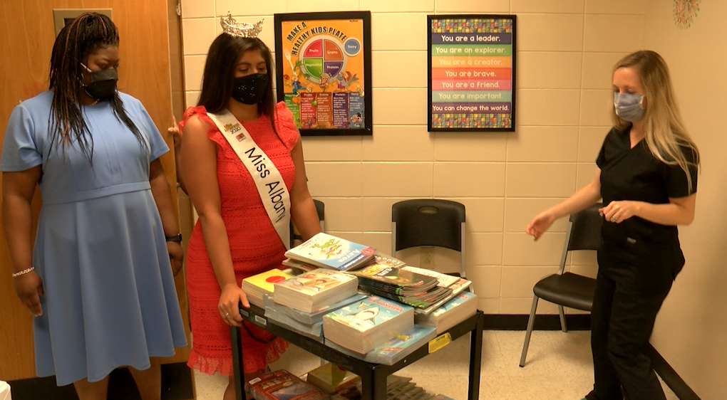Miss Albany And Aaphc Donate 300+ Books To Albany School