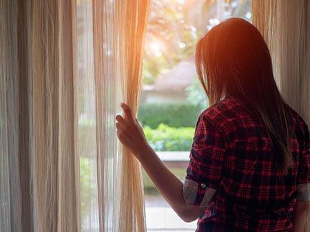Woman Window 86032871 S