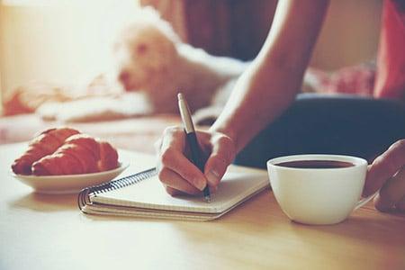 Woman Journaling 46650863 S