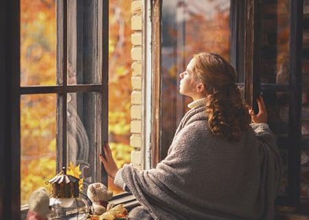 Woman Window 63077166 S