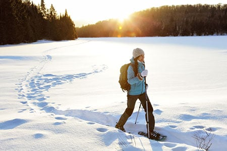 Womansnowshoeing 65774028 S