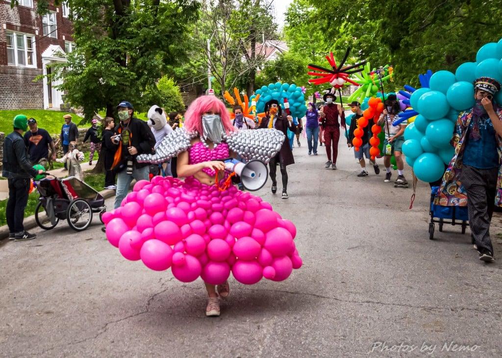 Molly Balloons Parade 2377