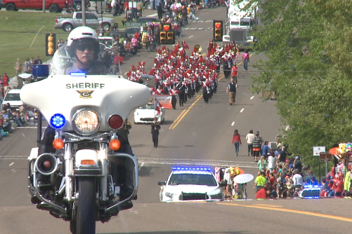 Thousands of revellers attend worlds biggest fish fry parade wbbj tv publicscrutiny Choice Image