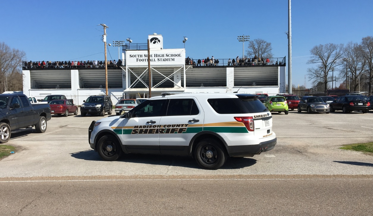Student charged after bomb threat causes evacuation of Jefferson County high school