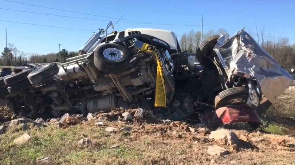 Drivers walk away from I-40 crash involving 3 trucks - WBBJ TV