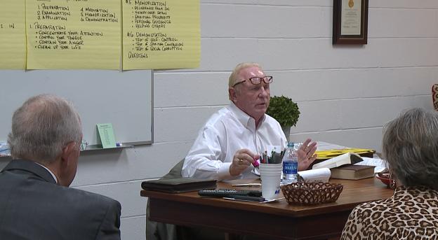 Local church holds Sunday school class to discuss book - WBBJ TV