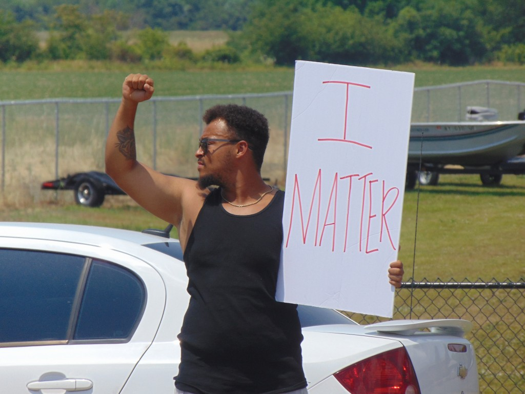 protesters gather in front of union city dealership wbbj tv union city dealership