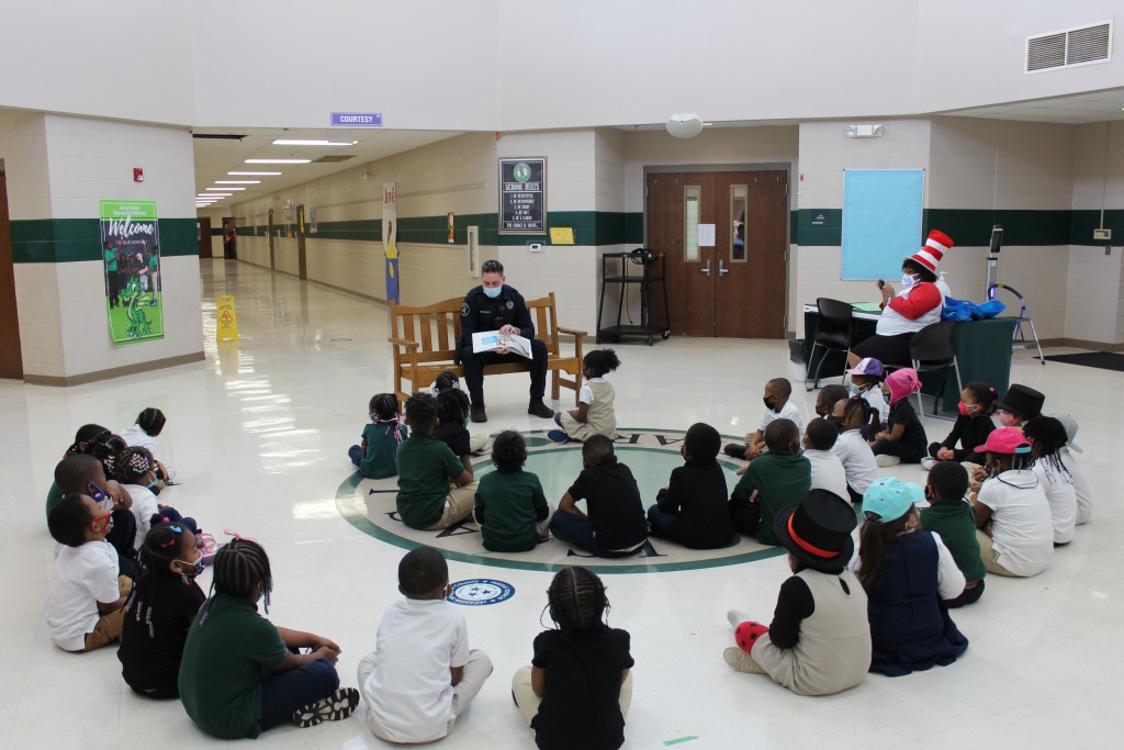 Jpd Officer Visits Technology Magnet Elementary 2