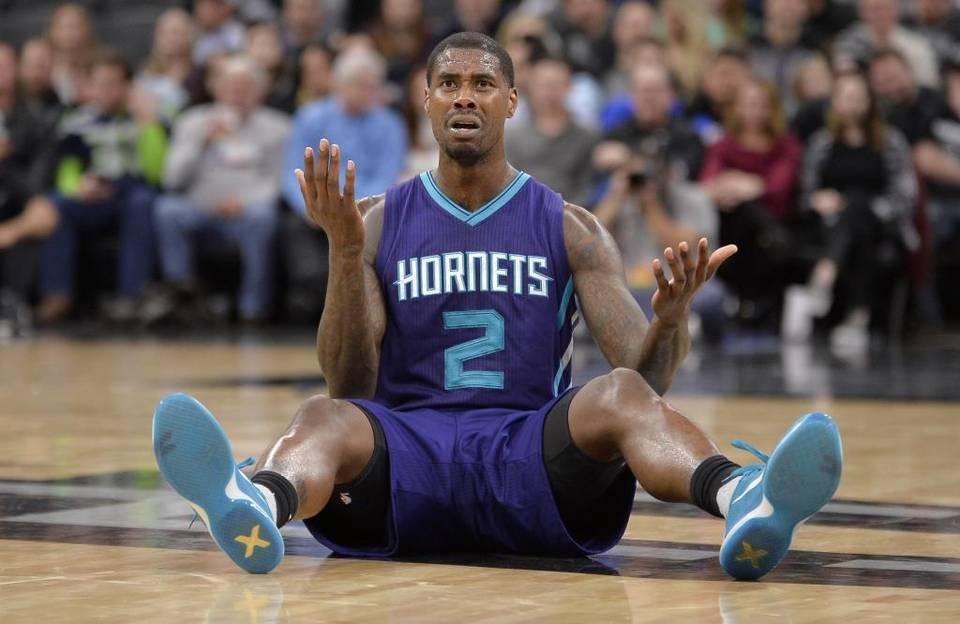 Hornets Spurs Basketball 3